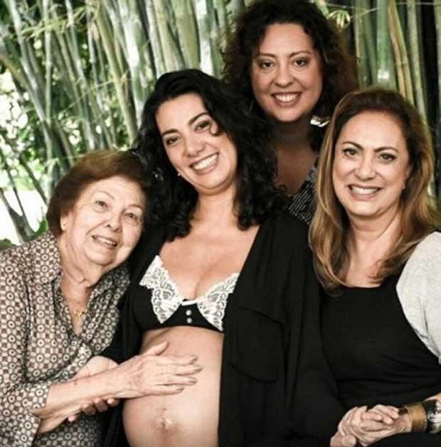 Eliane Giardini com a mãe e as filhas (Foto: Reprodução)