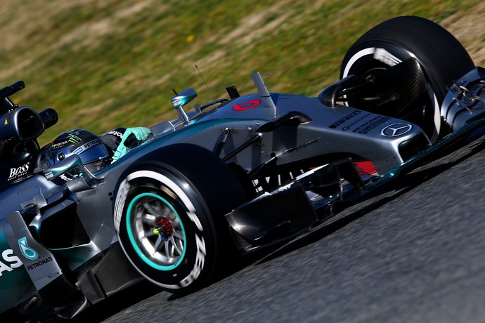 Nico Rosberg deu mostra do poderio da Mercedes ao fazer segundo melhor tempo com pneus médios (Foto: Getty Images)