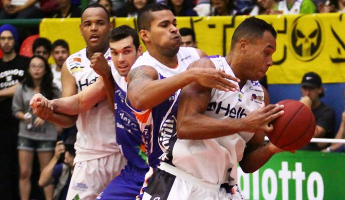 Mogi x Bauru semifinal NBB jogo 4 (Foto: Cleomar Macedo)