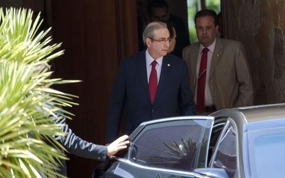 Eduardo Cunha após operação da PF em sua residência (Foto: Marcelo Camargo/Agencia Brasil)