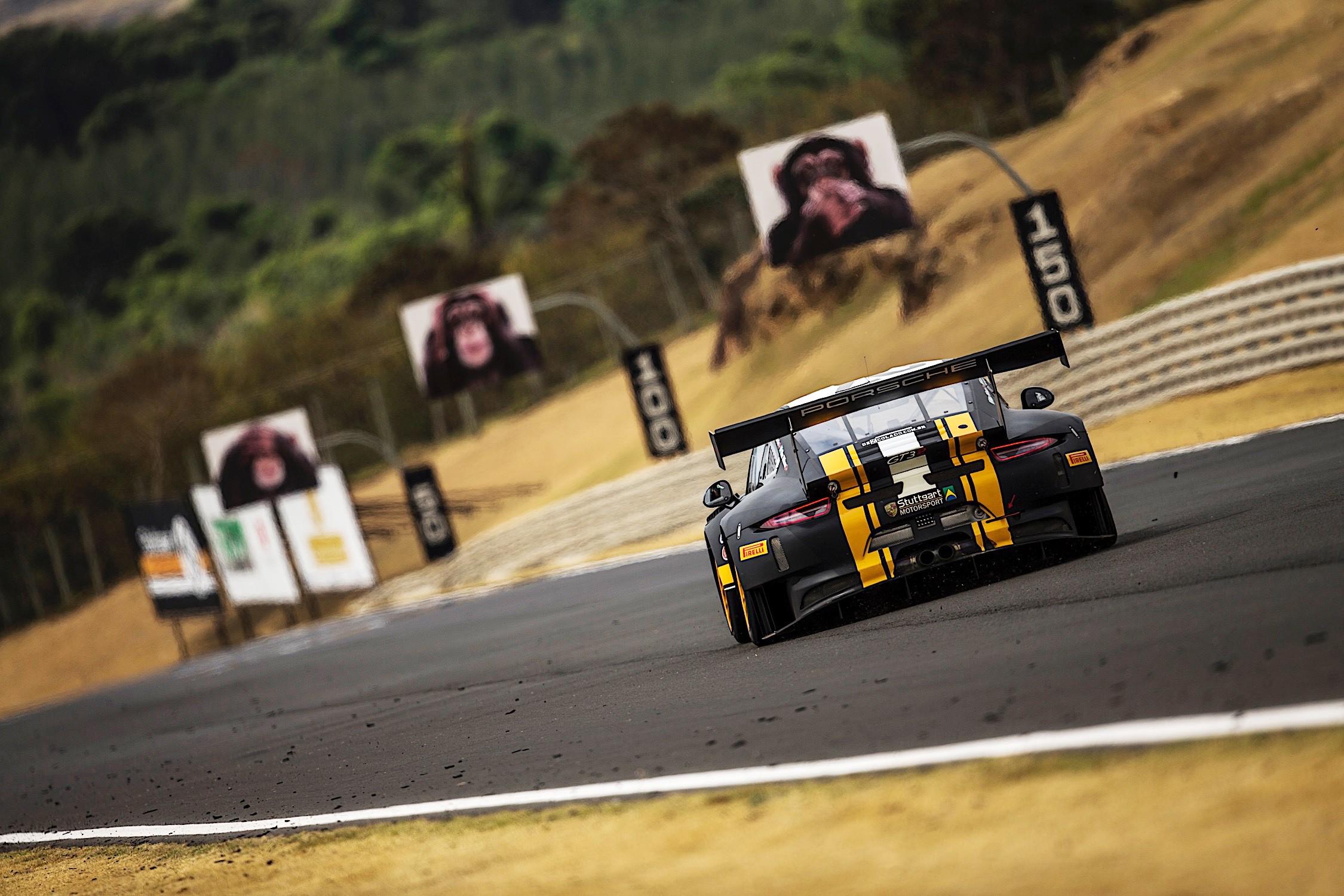 Marcel Visconde_Ricardo Maurício_Max Wilson_Porsche_GP1 rumando para o S de descida (Foto: Bruno Terena)