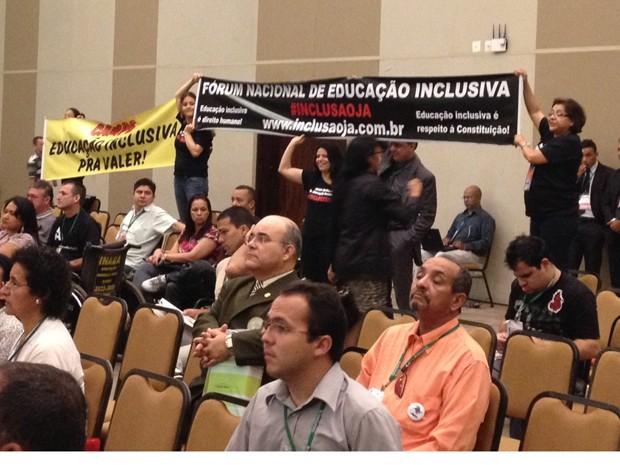 Dilma é vaiada ao falar 'portador de deficiência' (Foto: Priscila Mendes, do G1 em Brasília)