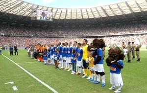 jogadores estádio Mineirão inauguração clássico (Foto: Renato Cobucci / Imprensa MG)