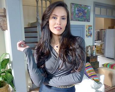 Ana Carolina Dias se diz fã do marido 28 anos mais velho (Império / TV Globo)