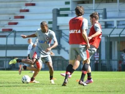 Atacante Marcelo no treino do Atlético-PR (Foto: Site oficial do Atlético-PR/Gustavo Oliveira)
