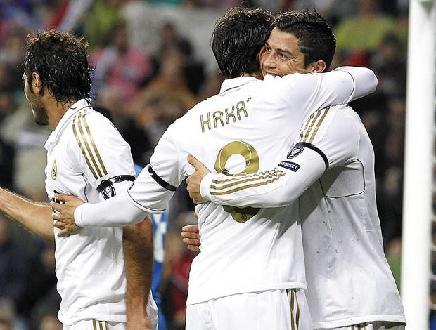 Kaka e cristiano Ronaldo comemoração - Real Madrid X Apoel (Foto: Ag. EFE)