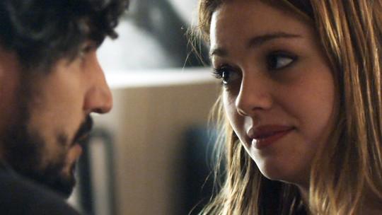 Alice conta para Renato que tem plano para se divorciar