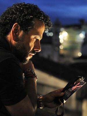 Augustão decide investigar a morte da cantora (Foto: Estevam Avellar/ TV Globo)