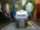 Cão acompanha velório de idosa (Paulo Ledur/RBS TV)