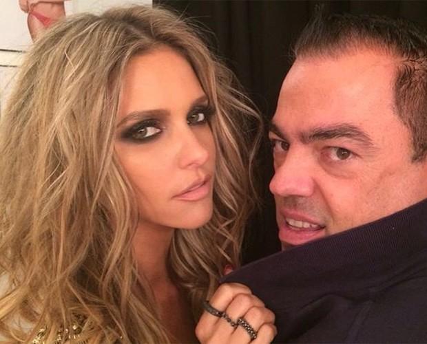 Fernanda Lima com seus fios dourados ao lado do hairstylist Biaggi (Foto: Arquivo Pessoal)