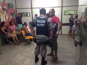 Menino, de 5 anos, ficou ferido no tiroteio e foi levado para o Hospital de Emergência e Trauma de João Pessoa (Foto: Walter Paparazzo/G1)