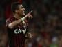 Zoado por Atletiba, Vinícius aposta no fator casa e mira reação do Atlético-PR