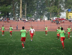 Técnico Douglas Jeferson comando atletas do sub19 do União Mogi (Foto: Divulgação)