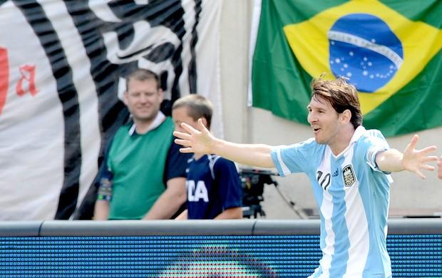Messi comemora gol da Argentina contra o Brasil (Foto: AFP)
