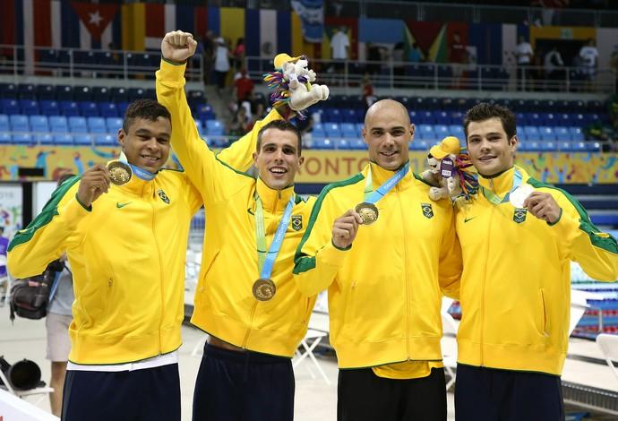 João de Lucca, Bruno Fratus, Matheus Santa e Marcelo Chierighini, natação, revezamento 4x100, Pan de Toronto (Foto: Satiro Sodre/SSPress)