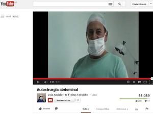 Vídeo publicado no Youtube mostra autocirurgia de abdômen (Foto: Reprodução/Youtube)