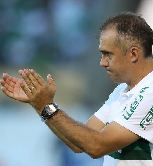 dedo do técnico (César Greco / Ag. Palmeiras / Divulgação)