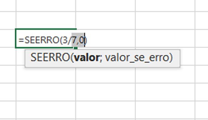 Uso da divisão por zero não é possível, mas a função SEERRO permite que um valor ocupe a célula, escondendo o erro (Foto: Reprodução/Filipe Garrett)