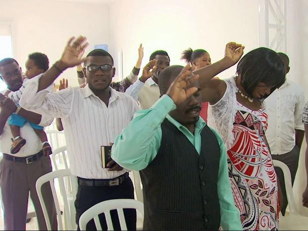 Atualmente, 45 haitianos moram e trabalham em Andradas (MG) (Foto: Reprodução EPTV / Marcelo Rodrigues)