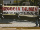 Servidores e alunos da Unifal fazem manifestação em Varginha, MG