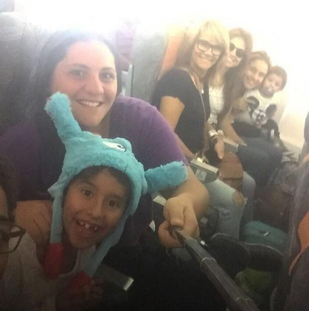 Fernanda Gentil com a família no avião (Foto: Reprodução/Instagram)