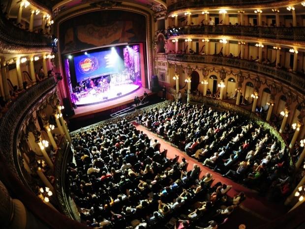 Teatro Amazonas ficou lotado para conferir último dia do festival (Foto: Wesley Andrdade/Divulgação - SEC-AM)