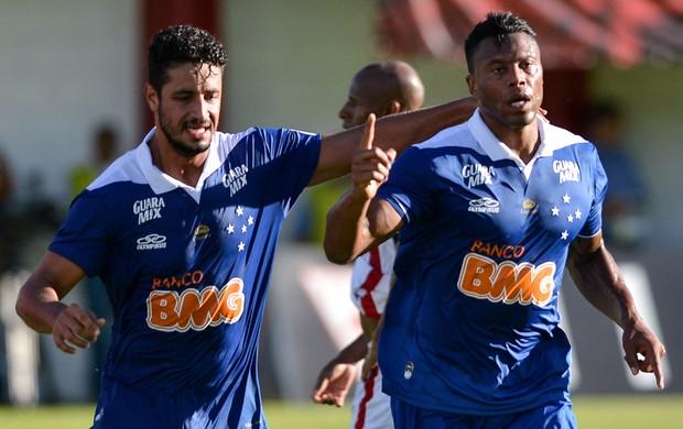 Julio Baptista comemora, Tombense x Cruzeiro (Foto: Igor Coelho/Agência Estado)