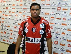 Rodrigo Alvim é apresentado no Joinville (Foto: Divulgação / JEC)