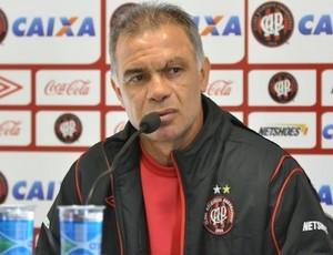 Técnico Jorginho, do Atlético-PR, no CT (Foto: Gustavo Oliveira/Site oficial do Atlético-PR)