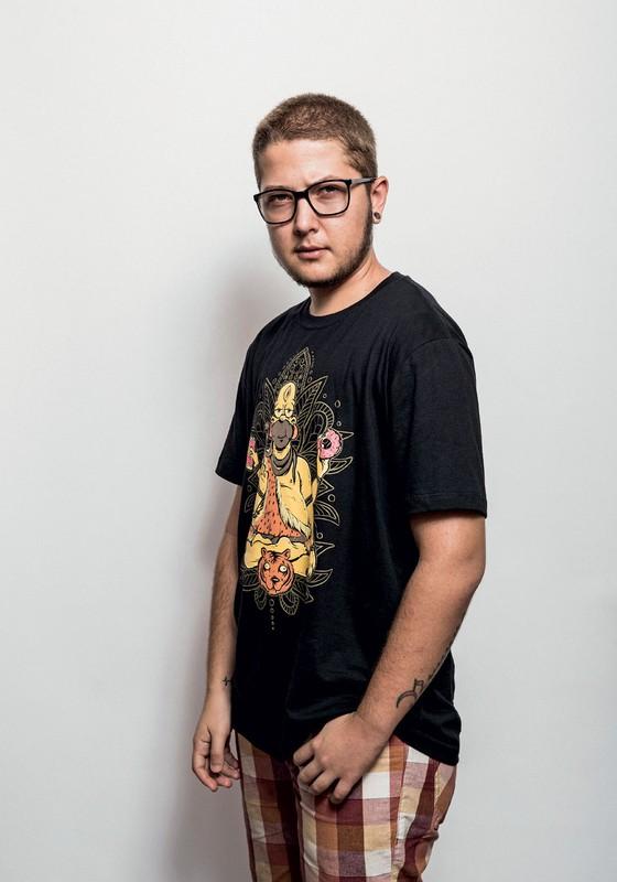 Ollie ,25 anos.Iniciou sua transição aos 21 (Foto:  Daryan Dornelles/ÉPOCA)