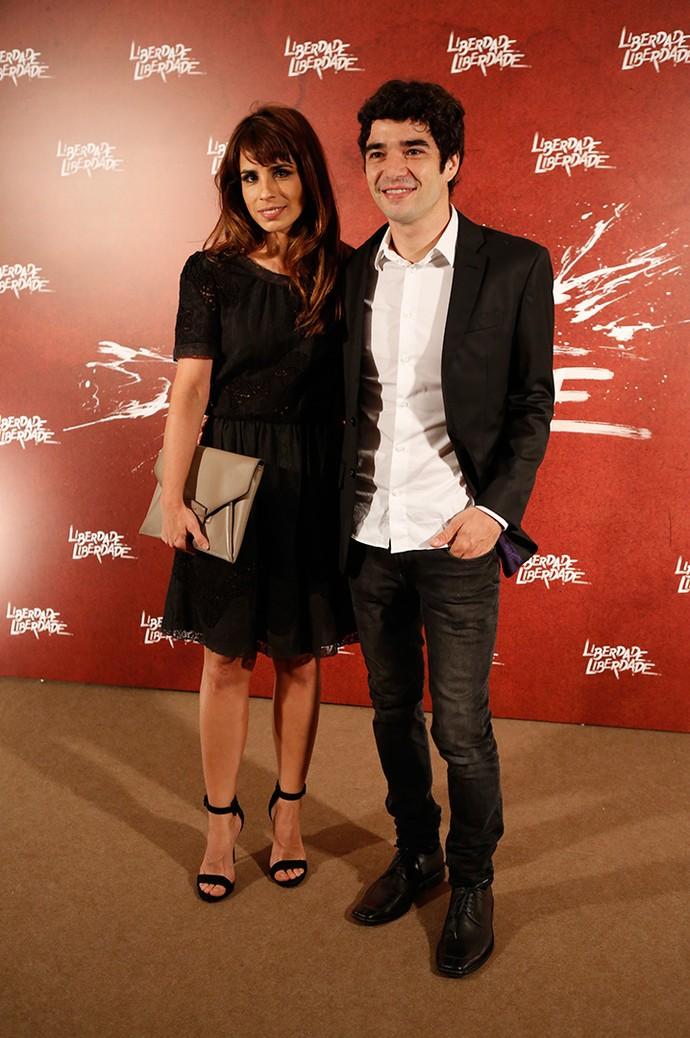 Caio Blat posa com a esposa Maria Ribeiro (Foto: Fabiano Battaglin/Gshow)