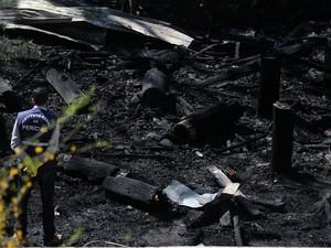 CTG foi incendiado na madrugada desta quinta-feira em Santana do Livramento (Foto: Carlos Macedo/Agência RBS)