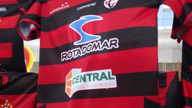 Camisa do Campinense vendida no Amigão antes da final da Copa do Nordeste contra o ASA (Foto: Silas Batista / Globoesporte.com/pb)