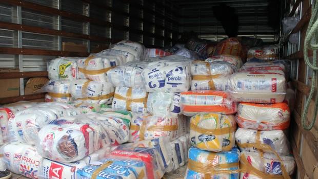 Goiás arrecada alimentos não perecíveis (Foto: Fernando Vasconcelos / Globoesporte.com)