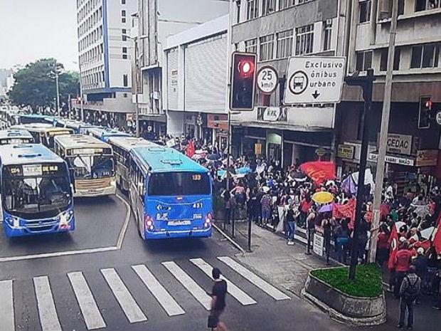 Manifestação no Centro de Juiz de Fora (Foto: Settra/Infotrans)