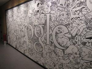 Mural do novo escritório do Google Brasil, em São Paulo, feito pelo grafiteiro Rolim. (Foto: Amanda Demetrio/G1)
