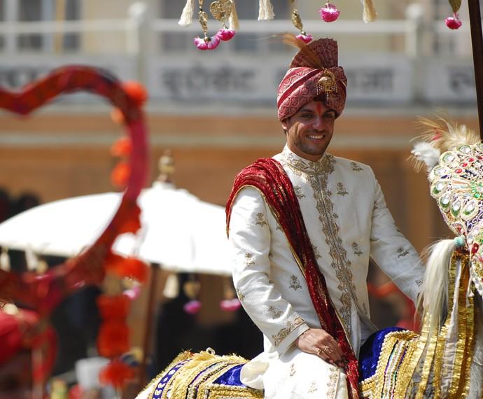O figurino de Raj foi especialmente encomendado da Índia (Foto: Renato Rocha Miranda / TV Globo)