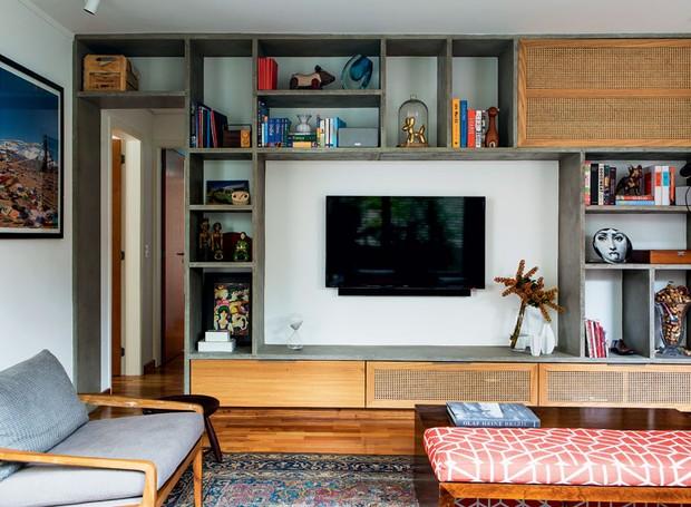 apartamento-dt-estudio-estante-concreto-moldado-freijo-palhinha (Foto: Edu Castello/Editora Globo)