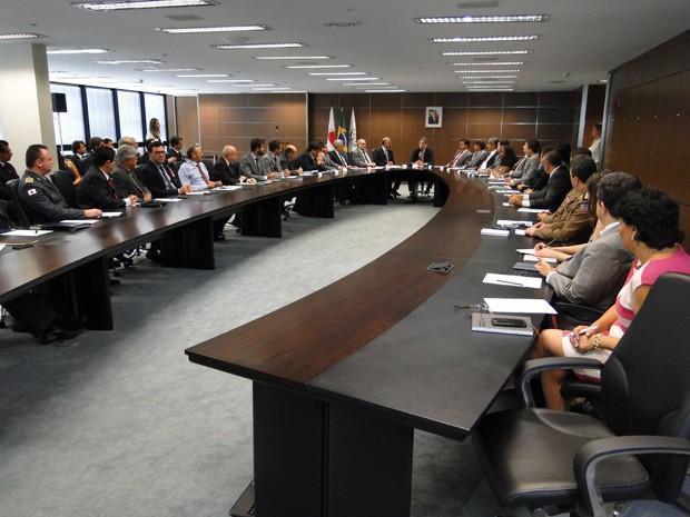 Fernando Pimentel reuniu secretários na Cidade Administrativa, em BH. (Foto: Pedro Ângelo/G1)