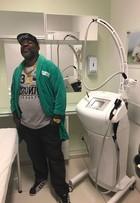 Mr. Catra faz tratamento estético e perde 15cm de barriga