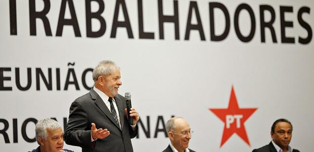 PT vai à televisão para tentar conter corrosão política e eleitoral de Lula