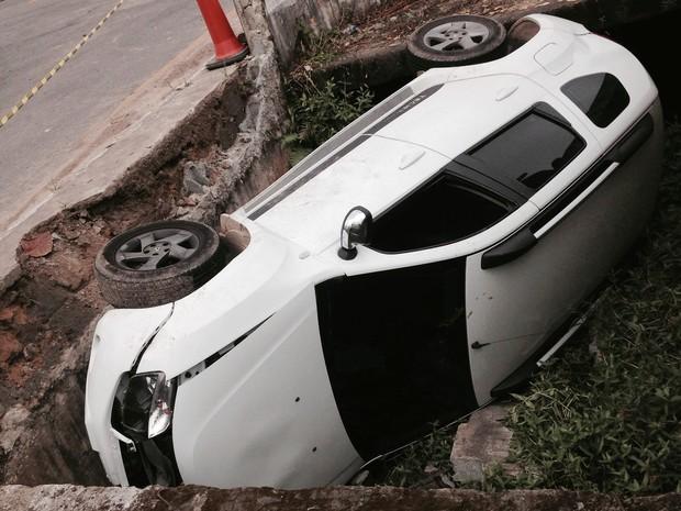 Motorista perdeu o controle do veículo (Foto: Marco Antonio Dutra/Arquivo Pessoal)
