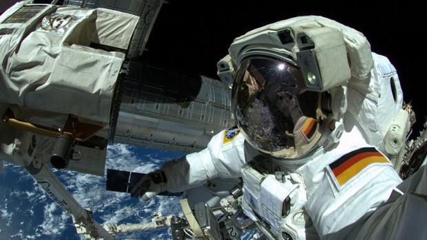 Selfie de Gerst durante caminhada no espaço (Foto: Alexander Gerst/ESA/Nasa)