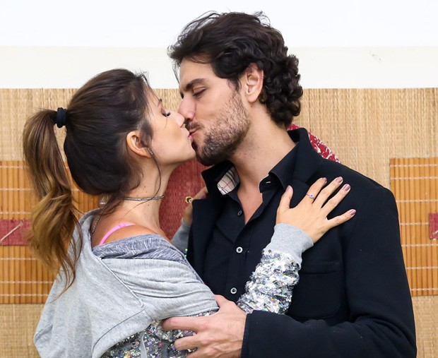 Paula Fernandes e Thiago Arancam (Foto: Manuela Scarpa/Brazil News)