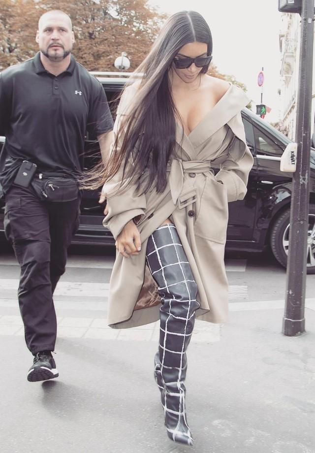 Kim Kardashian e o ex-segurança, Pascal Duvier (Foto: AKM-GSI)