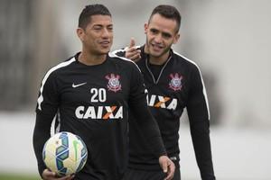 Ralf e Renato Augusto treino Corinthians (Foto: Daniel Augusto Jr/Ag. Corinthians)