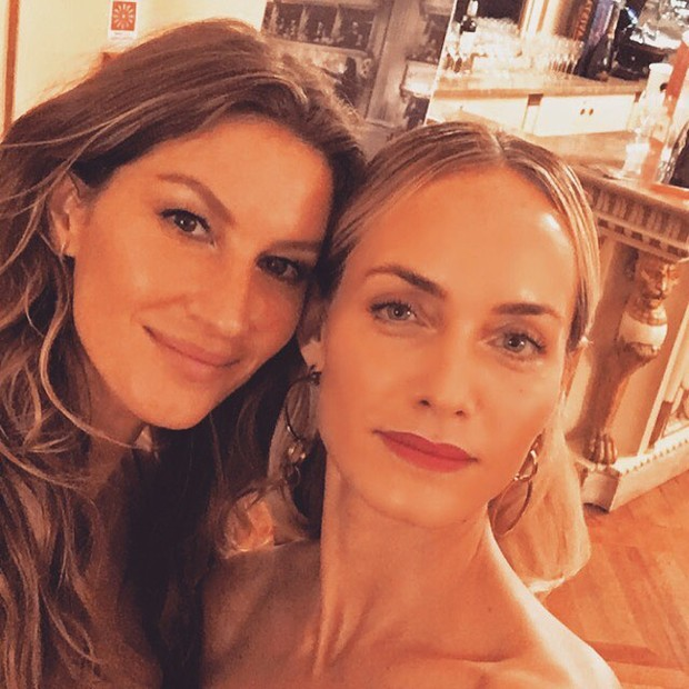 Gisele Bündchen e Amber Valletta (Foto: Reprodução/ Instagram)