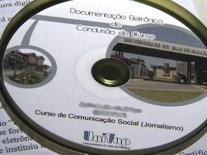 CD entregue pela Univap aos alunos formados em 2010. (Foto: Reprodução/TV Vanguarda)
