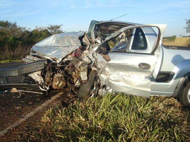 Veículos ficaram irreconhecíveis após acidente (Foto: Cedidas por Rafael Machi)