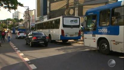 Motoristas de ônibus mantêm suspensa a circulação no Vale das Pedrinhas
